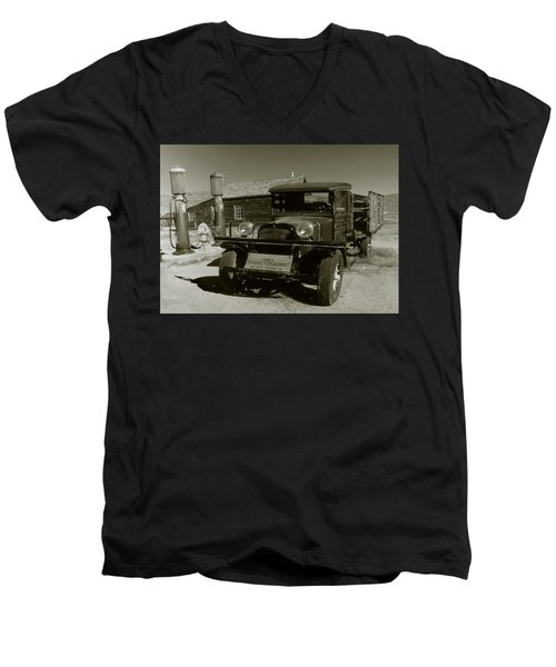 Old Pickup Truck 1927 - Vintage Photo Art Print Men's V-Neck T-Shirt