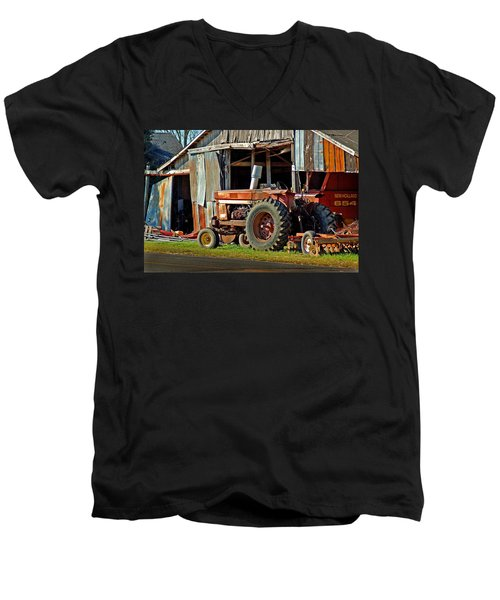 Old Red Tractor And The Barn Men's V-Neck T-Shirt