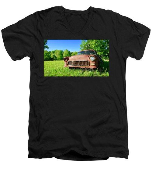 Old Rusty Car Men's V-Neck T-Shirt