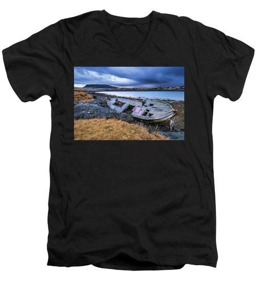 Old Wooden Ship On Beach Men's V-Neck T-Shirt