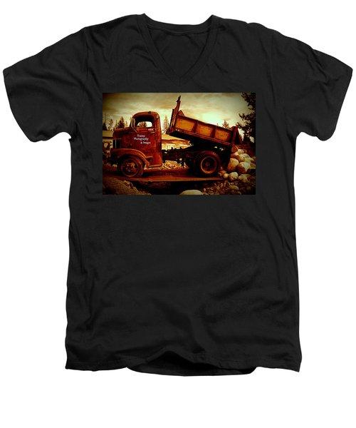 Old Work Horse Men's V-Neck T-Shirt