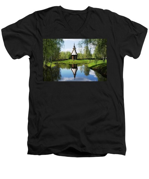 Old World Church Men's V-Neck T-Shirt