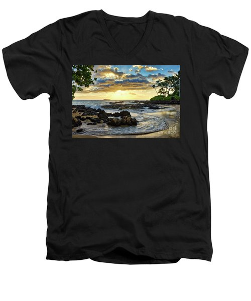 Pa'ako Cove Men's V-Neck T-Shirt