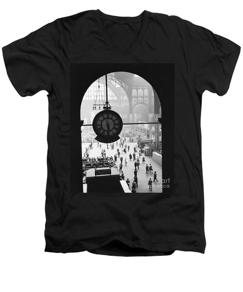 Penn Station Clock Men's V-Neck T-Shirt