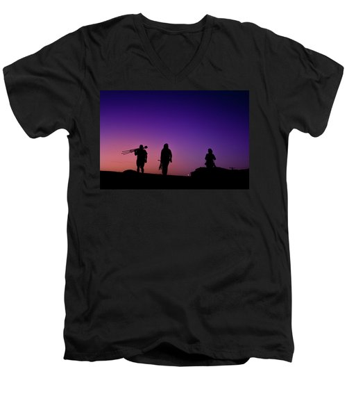 Photographers At Sunset Men's V-Neck T-Shirt