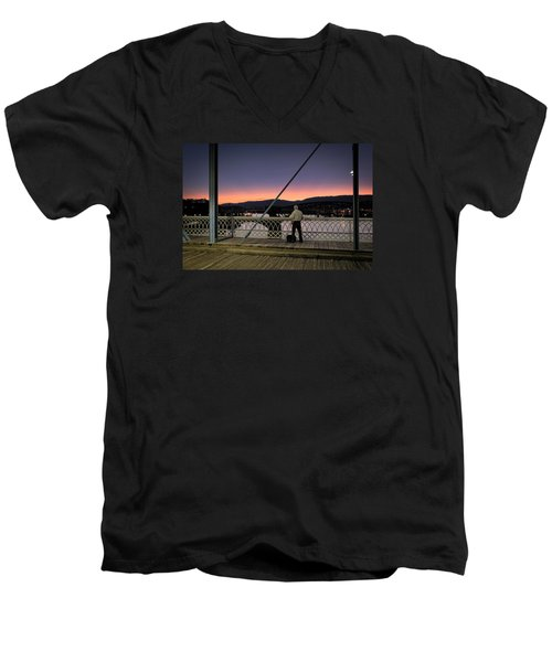 Photographing The Sunset Men's V-Neck T-Shirt