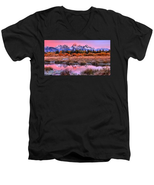 Red Tip On The Grand Men's V-Neck T-Shirt