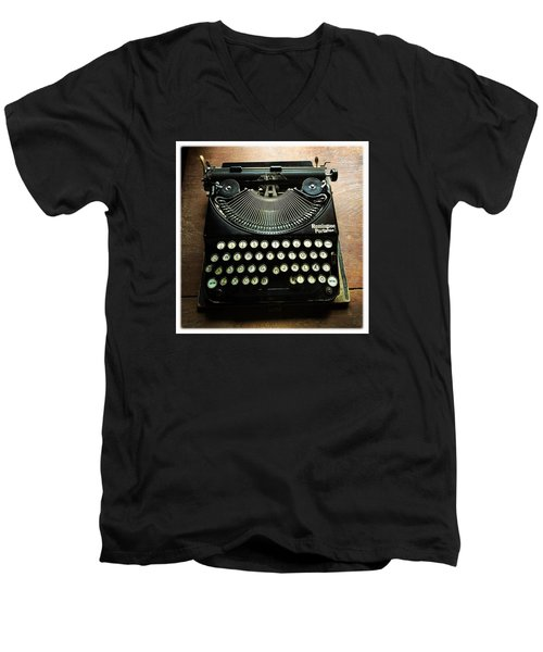 Remington Portable Old Used Typewriter Men's V-Neck T-Shirt