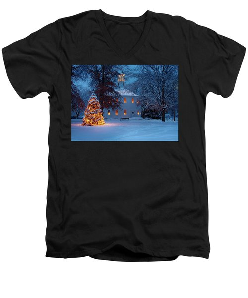 Richmond Vermont Round Church At Christmas Men's V-Neck T-Shirt