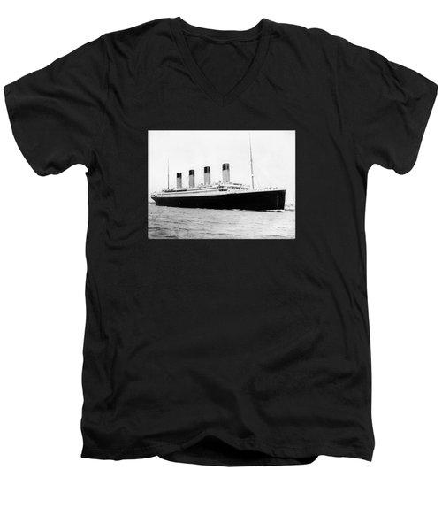 Rms Titanic Men's V-Neck T-Shirt
