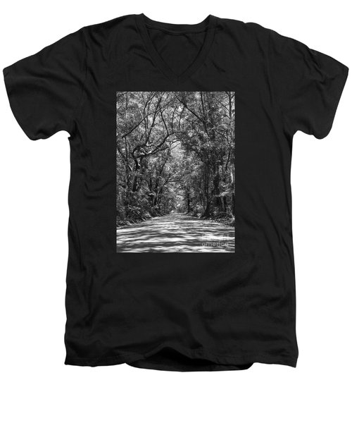 Road To Angel Oak Grayscale Men's V-Neck T-Shirt