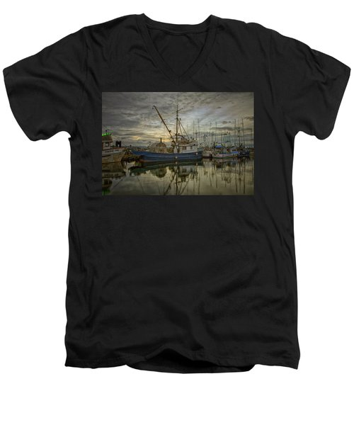 Men's V-Neck T-Shirt featuring the photograph Royal Banker by Randy Hall