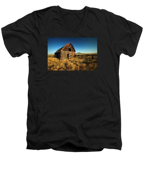 Rural Noir Men's V-Neck T-Shirt