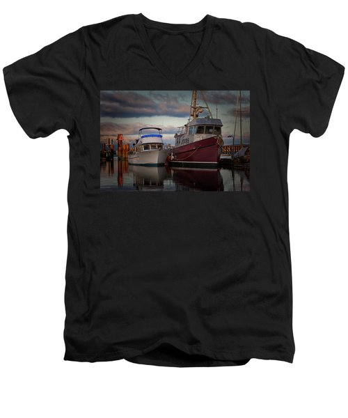 Men's V-Neck T-Shirt featuring the photograph Sea Rake by Randy Hall
