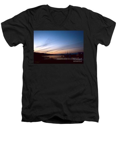 Seagate Pier II Men's V-Neck T-Shirt