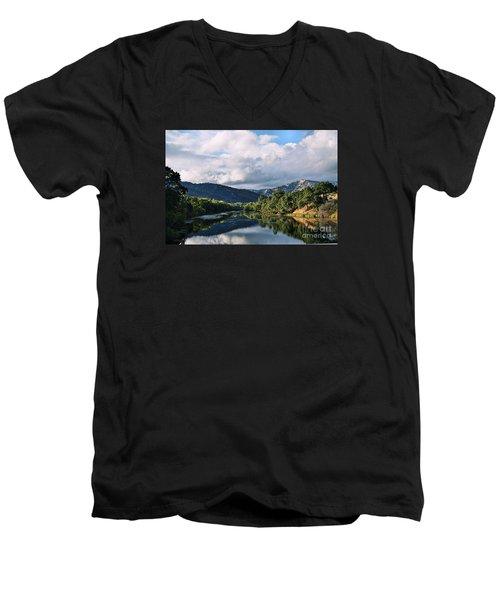 Solano Lake In The Fall Men's V-Neck T-Shirt