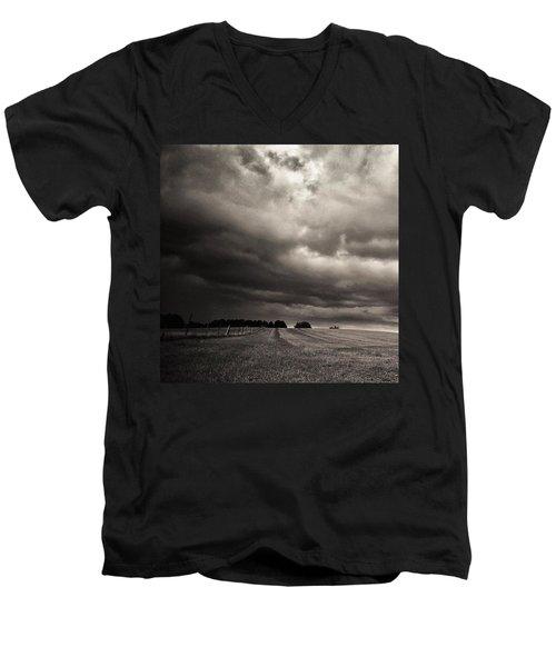 Sonnenwolkendunkel Men's V-Neck T-Shirt