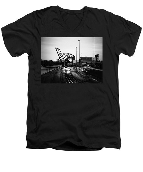 South Loop Railroad Bridge Men's V-Neck T-Shirt
