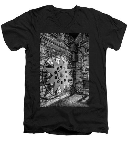 Star Wheel Men's V-Neck T-Shirt
