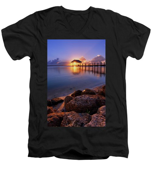 Starburst Sunset Over House Of Refuge Pier In Hutchinson Island At Jensen Beach, Fla Men's V-Neck T-Shirt