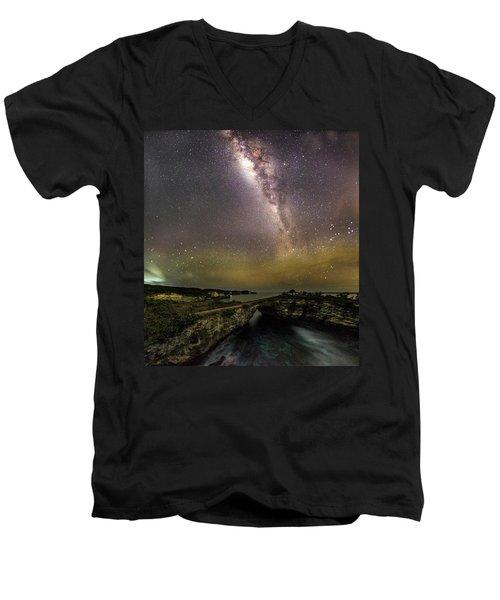 stary night in Broken beach Men's V-Neck T-Shirt