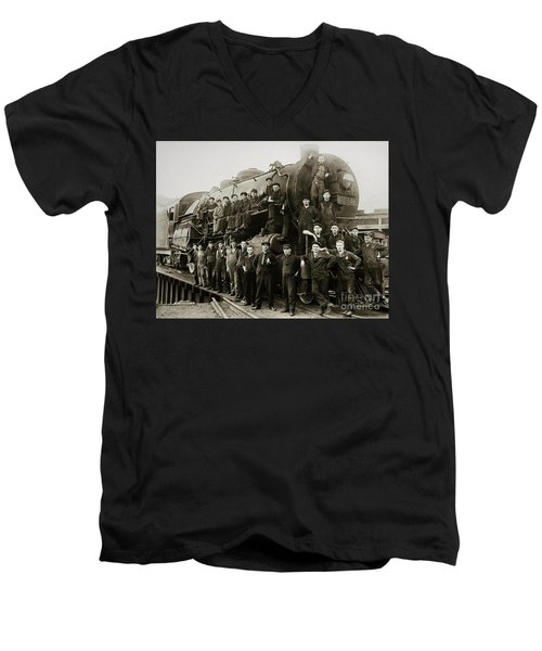 Steam Engine 351 On Turntable Coxton Yards Coxton Pennsylvania Early 1900s Men's V-Neck T-Shirt