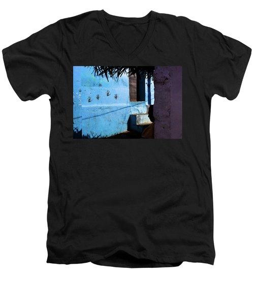 Streetcorner, Kanyakumari Men's V-Neck T-Shirt