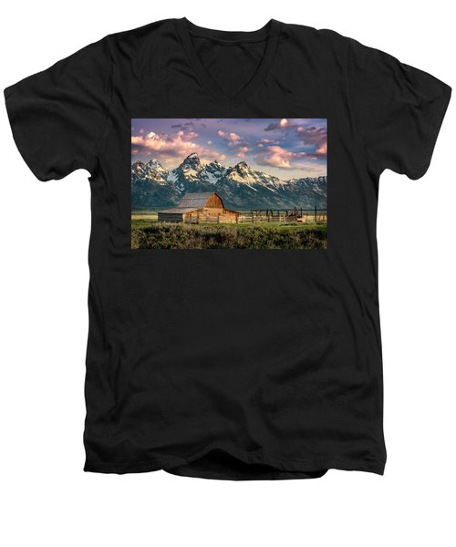 Sunrise In North Moulton Barn Men's V-Neck T-Shirt