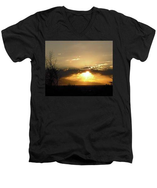 Sunset In Apple Valley, Ca Men's V-Neck T-Shirt