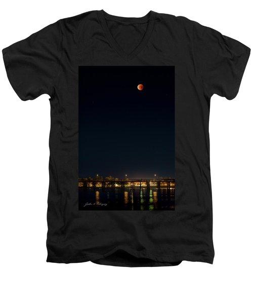Super Blood Moon Over Ventura, California Pier Men's V-Neck T-Shirt