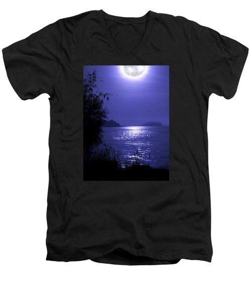 Men's V-Neck T-Shirt featuring the photograph Super Moon by Laura Ragland