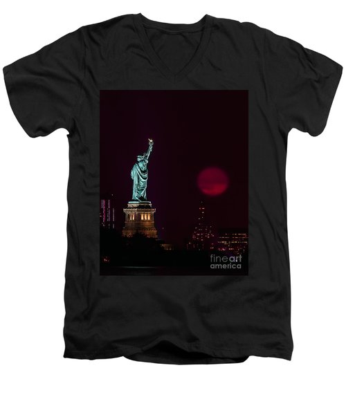 Super Moon Rising And The Statue Of Liberty Men's V-Neck T-Shirt