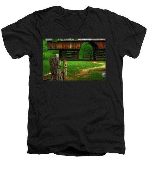 Tennesse Barn Men's V-Neck T-Shirt