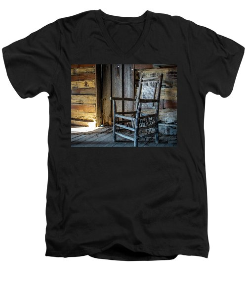 Thacker Cabin Chair Men's V-Neck T-Shirt