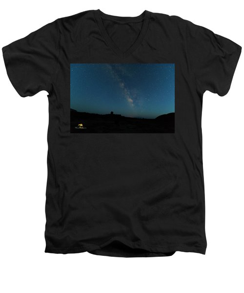 The Milky Way At Goblin Valley Men's V-Neck T-Shirt