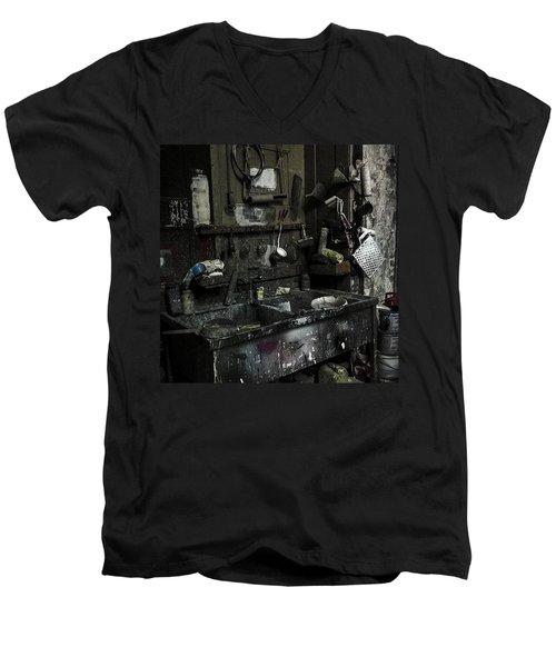 Theater-werkstatt.  #werkstatt Men's V-Neck T-Shirt
