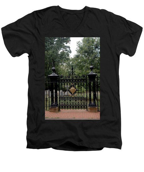 Thomas Jefferson Grave Site Monticello Men's V-Neck T-Shirt
