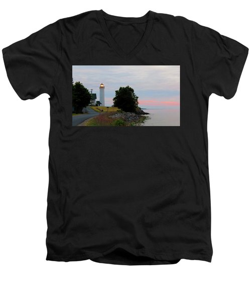 Tibbetts Point Light Sunset Men's V-Neck T-Shirt