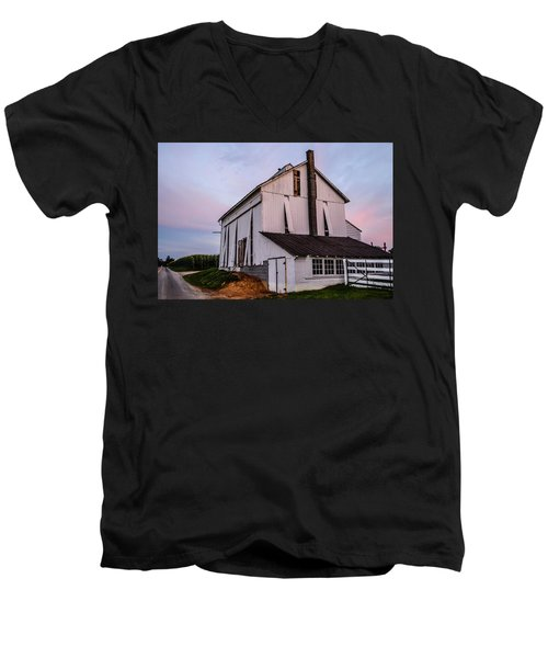 Tobacco Barn At Dusk Men's V-Neck T-Shirt