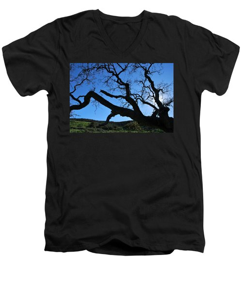Tree In Rural Hills - Silhouette View Men's V-Neck T-Shirt