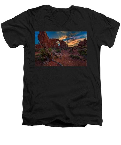 Turret Arch At Sunset Men's V-Neck T-Shirt