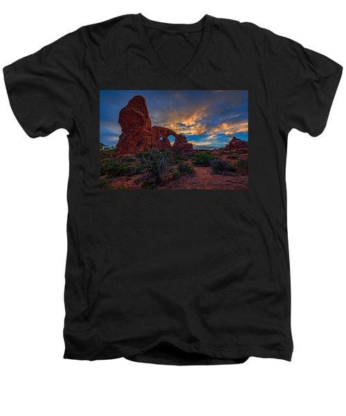 Turret Arch Men's V-Neck T-Shirt