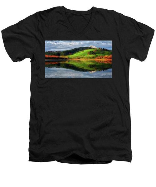 Urkulu Reservoir Men's V-Neck T-Shirt