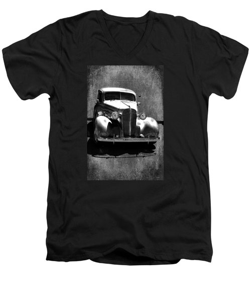Vintage Car Art 0443 Bw Men's V-Neck T-Shirt