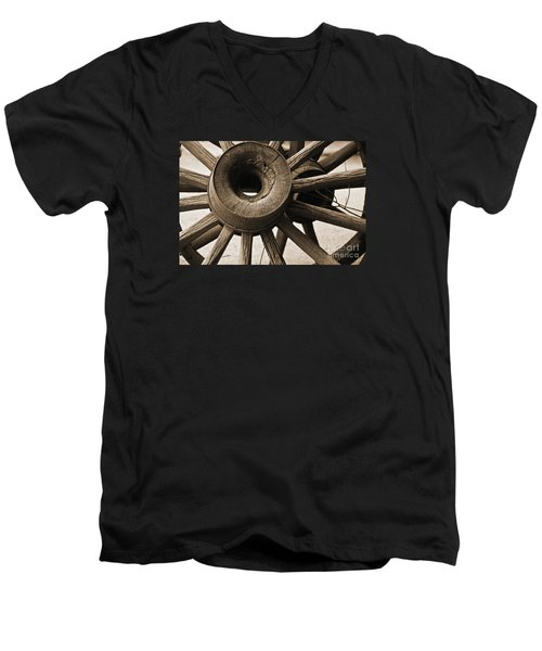 Wagon Wheel Hub Men's V-Neck T-Shirt