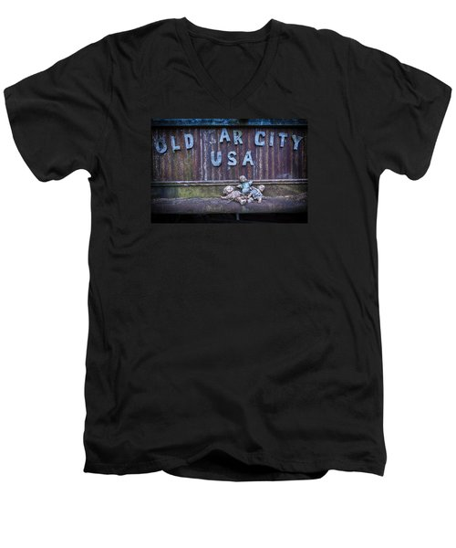 Welcome To Old Car City Men's V-Neck T-Shirt