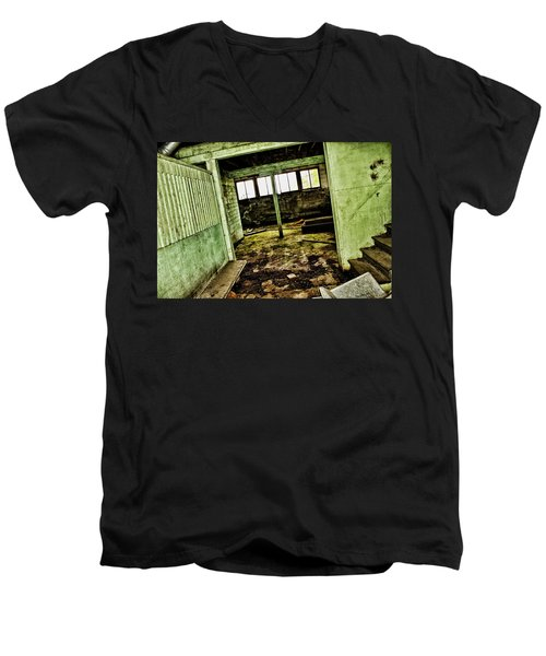 Men's V-Neck T-Shirt featuring the photograph Westbend by Ryan Crouse