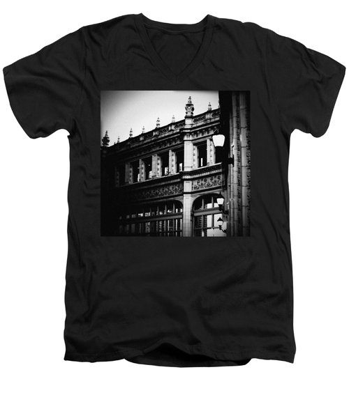 Wrigley Building Square Men's V-Neck T-Shirt