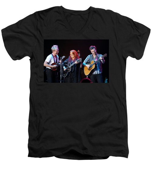 Wynonna Judd In Concert With Hubby Cactus Moser And Band Guitarist Men's V-Neck T-Shirt