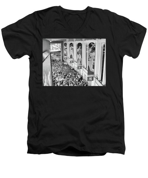 Yankee Stadium Great Hall 2009 World Series Black And White Men's V-Neck T-Shirt